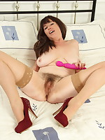Hairy housewife from the UK getting frisky in bed